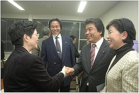 肝炎基本法成立直後の報告集会にて(09.11.30)