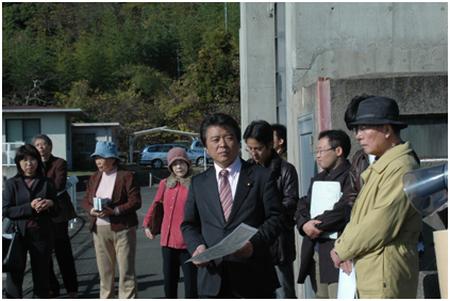 小豆島・内海ダム調査 自由法曹団中国ブロックの方々と(09.12.5)